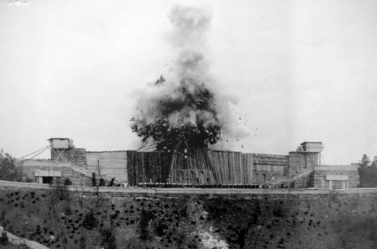 blow-up-Stalin-monument-prague.jpg